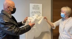 Spominsko ploščo sta odkrila direktor Ljubhospica dr. Marjan Sedej in vodja hiše Tatjana Fink
